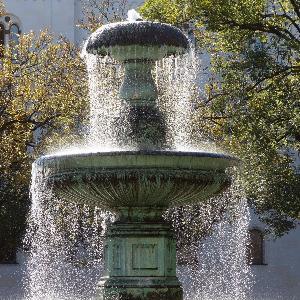 Brunnen am Geschwister-Scholl-Platz.