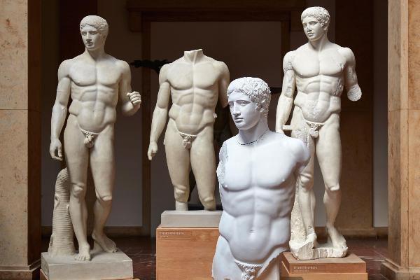 Vier Statuen einer Ausstellung im Museum für Abgüsse Klassischer Bildwerke München