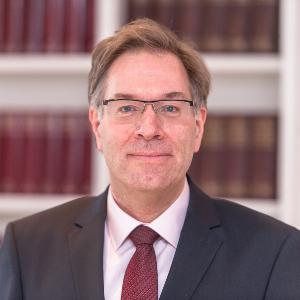 Vizepräsident für den Bereich der Wirtschafts- und Personalverwaltung Dr. Christoph Mülke