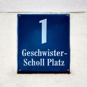 Hausnummernschild Geschwister-Scholl Platz 1