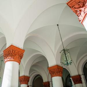 Säulen am Haupteingang der LMU