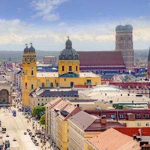 Blick vom Dach des Lehrturms der LMU Richtung Odeonsplatz und Frauenkirche.