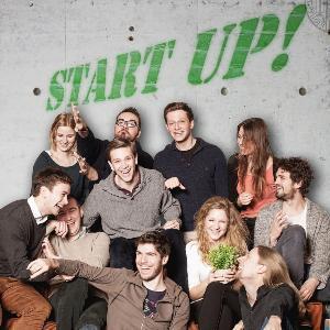 Junge Menschen vor Start Up Grafity