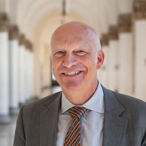 Porträt von Prof. Dr. Hans van Ess, Vizepräsident für den Bereich Forschung