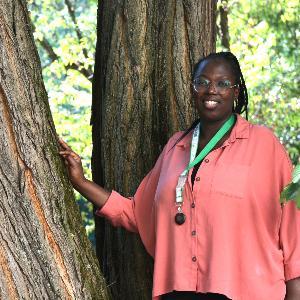 Ein Portrait von Frau Sisilia Akello-Okello.