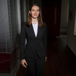 Rechtsanwältin Corinna Schneiderbauer im Portrait