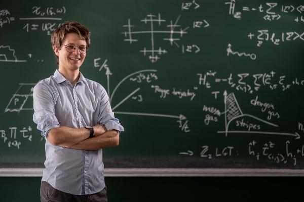 Porträt von Dr. Fabian Grusdt.