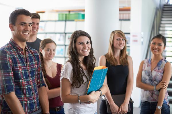 Lächelnde Studierende