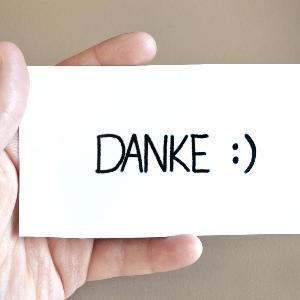 Dankeskarte in der Hand   www. pixabay.com/athree23