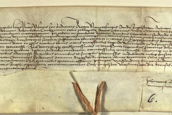 Zu sehen ist ein mit Tinte handgeschriebenes längliches Dokument