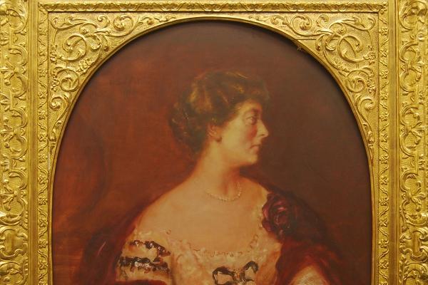 Otto Barone Hierl-Deronco: Ida Democh-Maurmeier, Halbfigur (1914, Öl auf Leinwand; 146,3 x 110,3 cm). Eigentum der LMU: Kunstinventar Nr. 0028