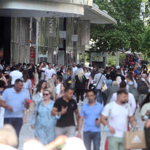 Passanten in der Frankfurter Innenstadt