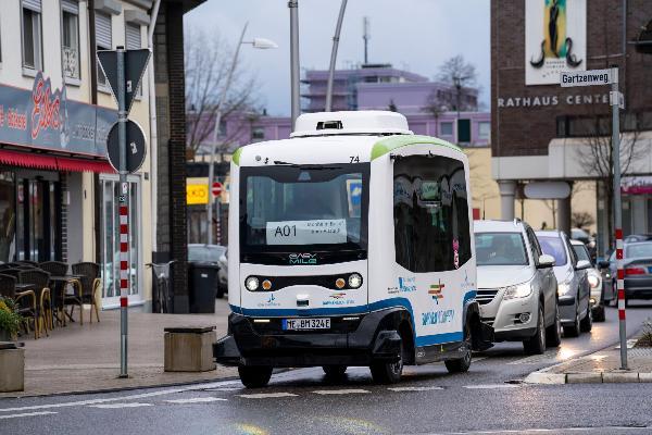 Autonom fahrender Linienbus